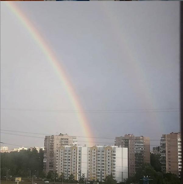 """Фото радуги в Петербурге из соцсетей. Фото https://www.instagram.com/av_knyaginin/, """"Metro"""""""