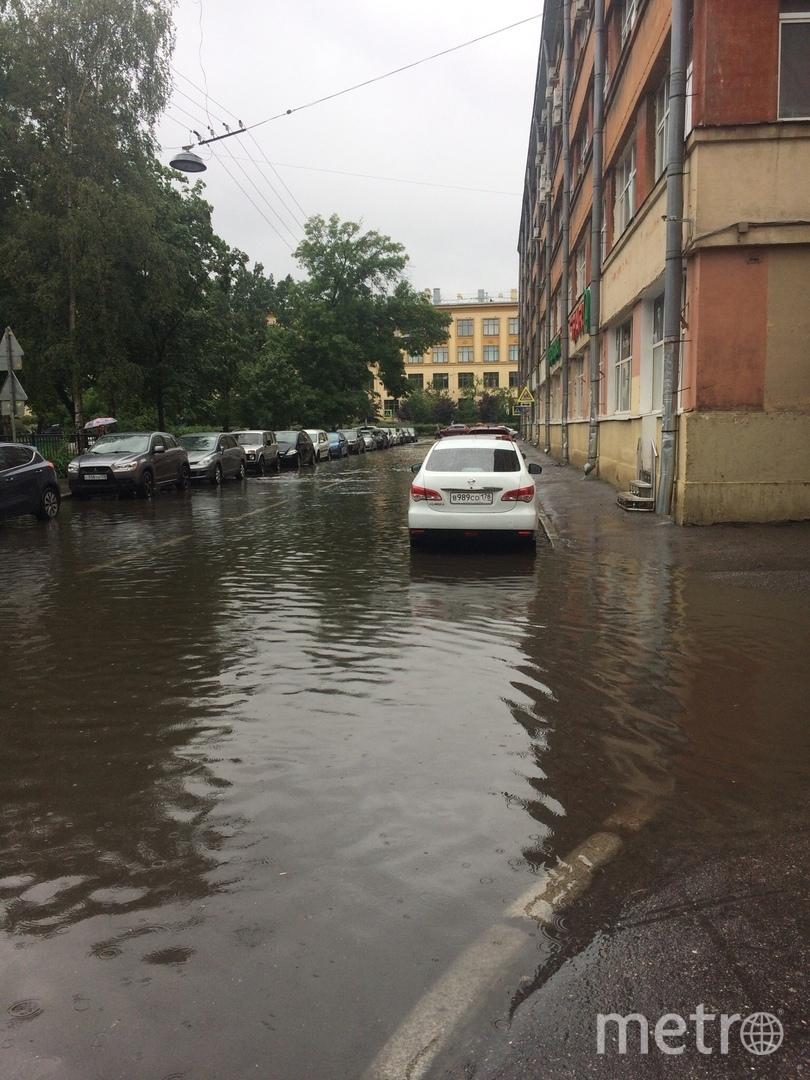На Большом проспекте. Фото ДТП и ЧП | Санкт-Петербург | vk.com/spb_today., vk.com