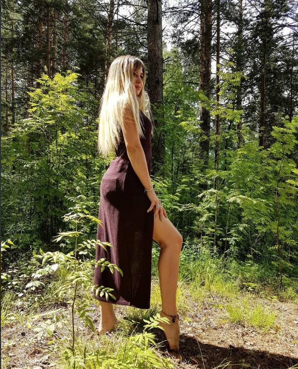 """kosha_alena тоже """"в теме флешмоба"""", только босиком она решилась пройти не в городе, а в лесу. Фото instagram.com/kosha_alena/"""