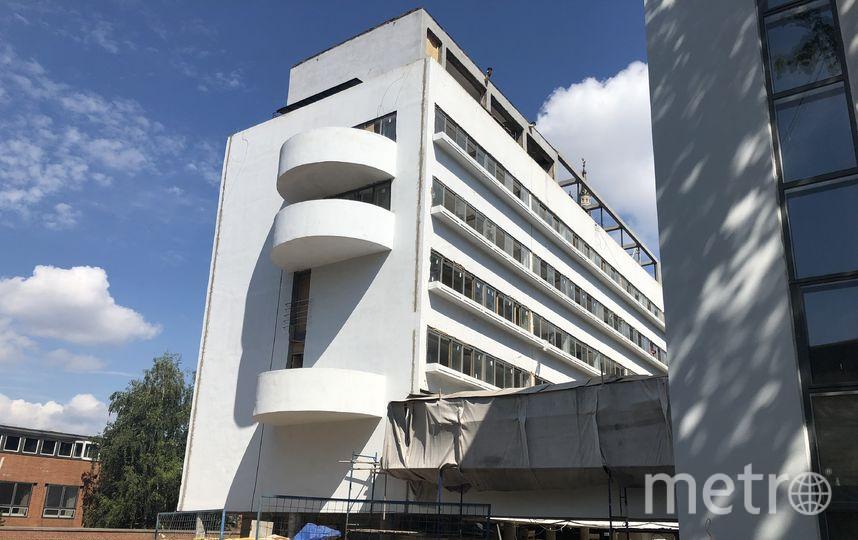 Южный торцевой фасад с полукруглыми балконами. Фото предоставлено «Гинзбург Архитектс», Предоставлено организаторами