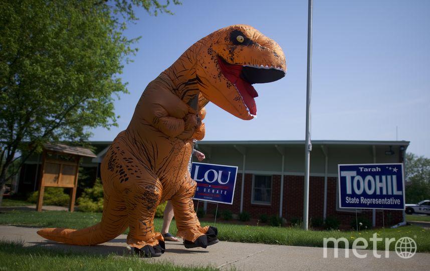 Участники гонки были облачены в костюм тираннозавра. Фото Getty
