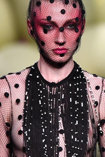 В Мадриде продолжается Mercedes Benz Fashion Week. Показ Ana Locking. Фото AFP