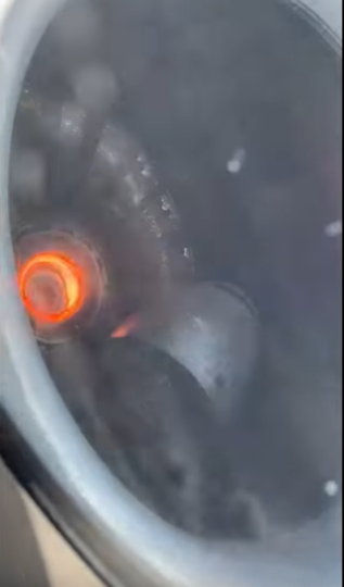 На записи видно, как о вращающиеся лопатки двигателя бьётся оторвавшийся обтекатель вентилятора. Фото Скриншот https://www.youtube.com/watch?v=y5LLDGN8IjI, Скриншот Youtube