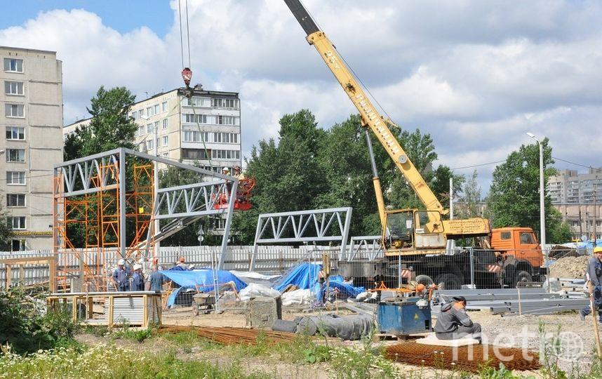 Монтаж конструкций входных групп на станции «Проспект Славы». Фото Метрострой, vk.com