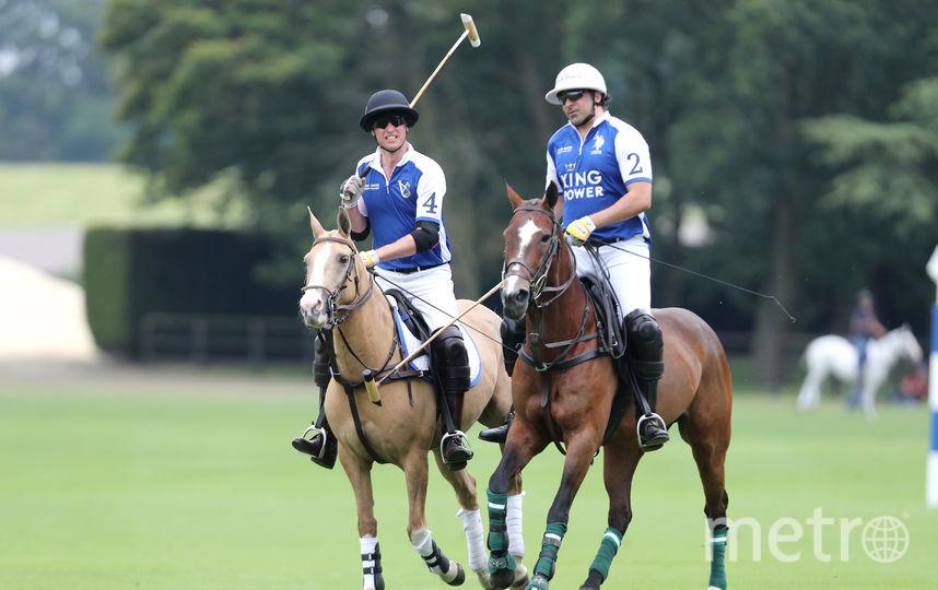 Принц Уильям и принц Гарри сырали в поло за разные команды. Фото Getty