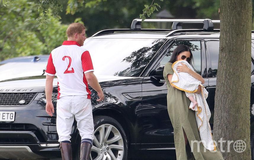 Принц Гарри и Меган Маркл с сыном на руках. Фото Getty