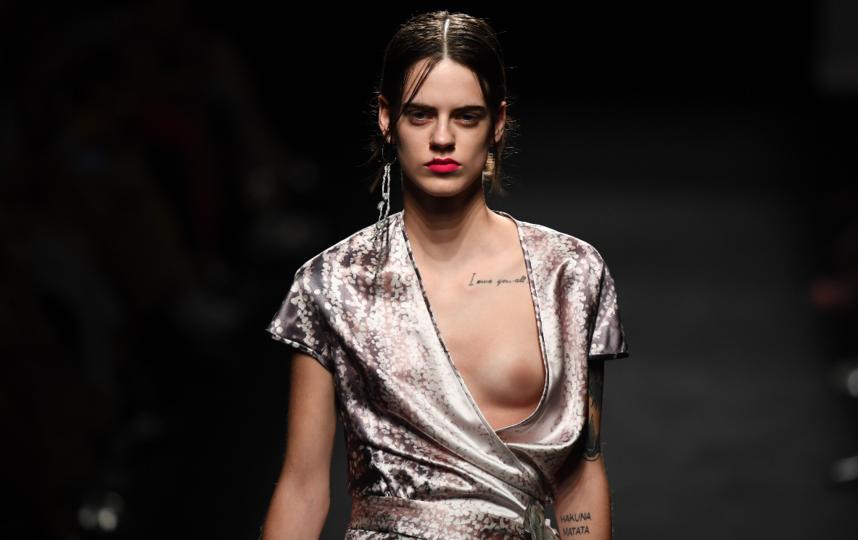 На Mercedes Benz Fashion Week в Мадриде дизайнеры выпустили на подиум моделей с голой грудью. Фото AFP