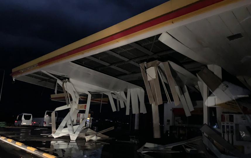 Последствия урагана. Фото скриншот twitter.com/topouzid?lang=ru