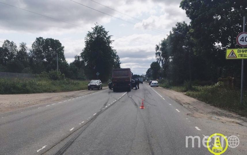 """ДТП произошло в Ленобласти. Фото https://vk.com/dorinspb, """"Metro"""""""