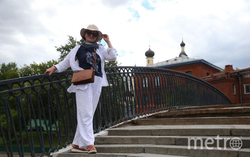 На Салтыковом мосту москвичка Маргарита Будрова любила читать стихи по дороге на работу. Фото Василий Кузьмичёнок