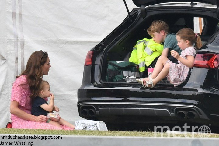 """Фото Кейт Миддлтон и ее детей на матче по конному поло 10 июля. Фото https://www.instagram.com/royalteawithjam/, """"Metro"""""""