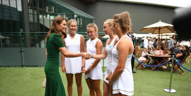 Кэтрин встретилась с юными теннисистками.