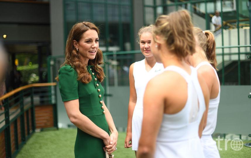 Кейт Миддлтон пообщалась с юными теннисистками. Фото Getty