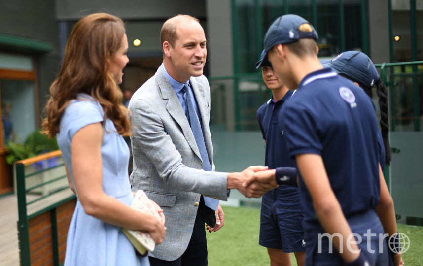 Принц Уильям и Кэтрин пообщались с юными теннисистами. Фото Getty