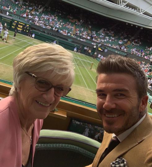 Дэвид Бекхэм с мамой. Фото Instagram @davidbeckham