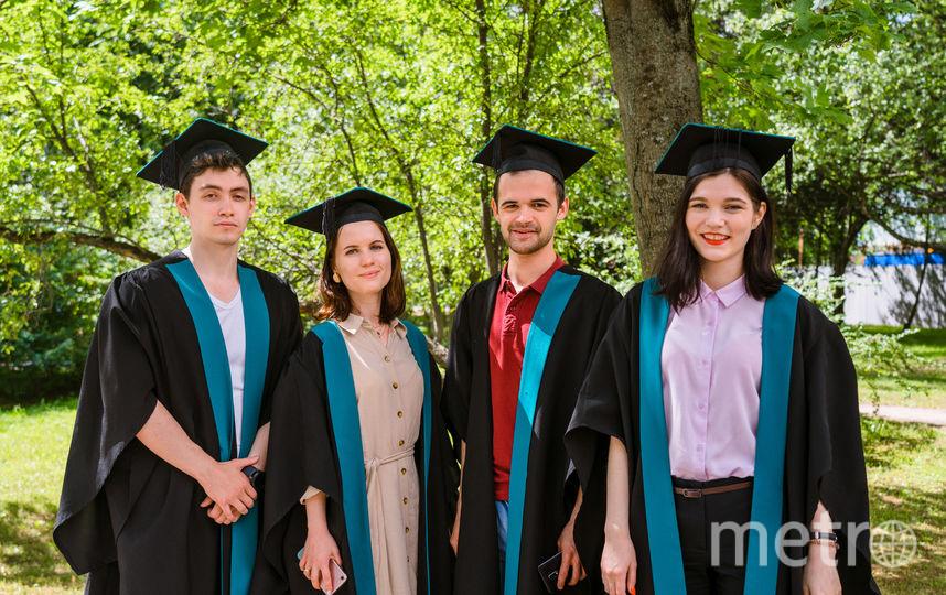 По завершении обучения в зарубежном вузе студенты получают сертификат, который является отличным дополнением к диплому о высшем образовании и ценится лучшими работодателями.