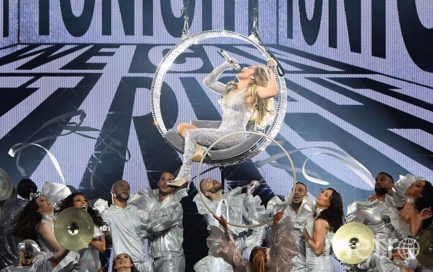 Джей Ло на сцене отдает всю себя - энергия хлещет через край. Фото Getty
