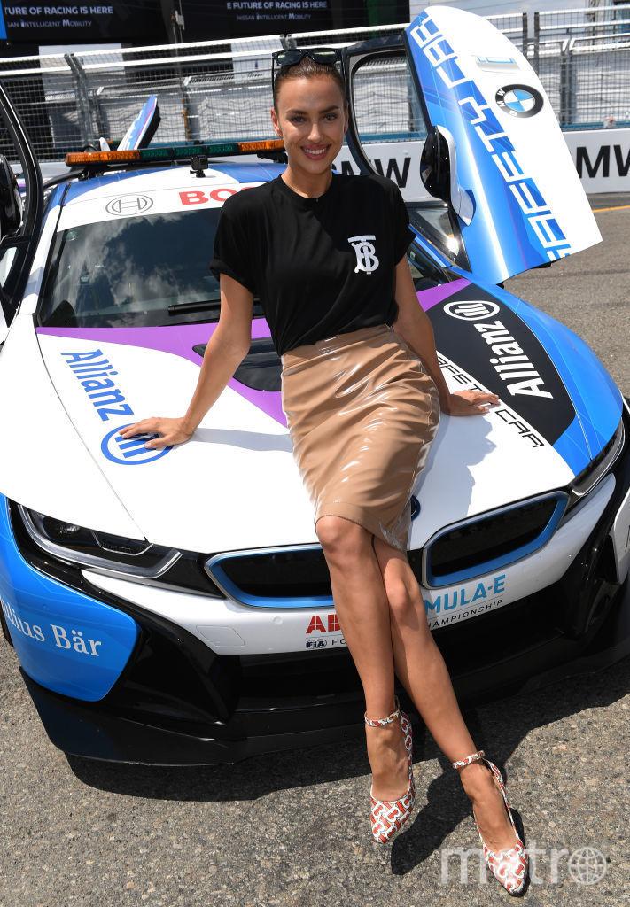 Ирина Шейк на автогонках. Фото Getty