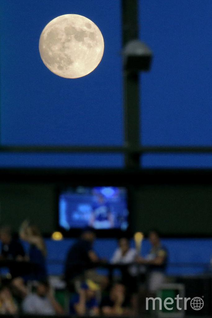 Полная луна в небе видна уже 16 июля. Фото Getty
