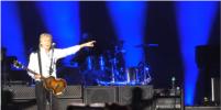 Помолодевший Ринго Старр устроил сюрприз на концерте Пола Маккартни: видео