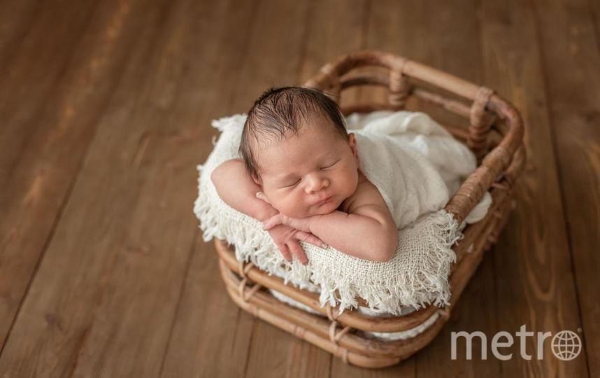 В студиях, которые предназначены для фотосессий младенцев, работают бактерицидные лампы и существуют специальные средства для соблюдения гигиены. Фото Мария Кочерева.