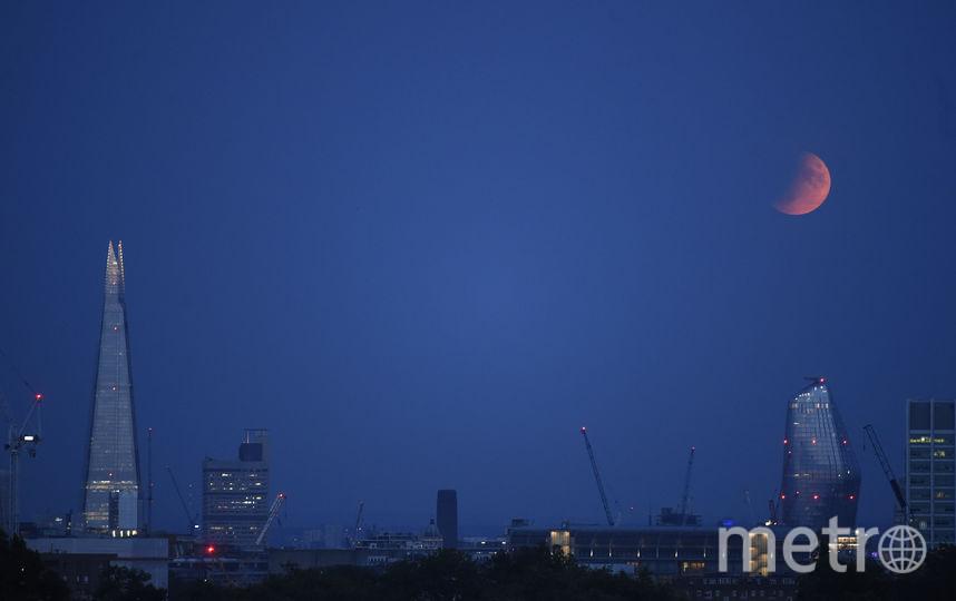 Лунное затмение в ночь с 16 на 17 июля, Лондон. Фото Getty