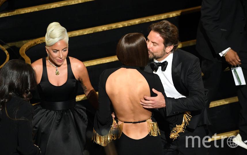 "Леди Гага, Брэдли Купер и Ирина Шейк на ""Оскаре"". Фото Getty"