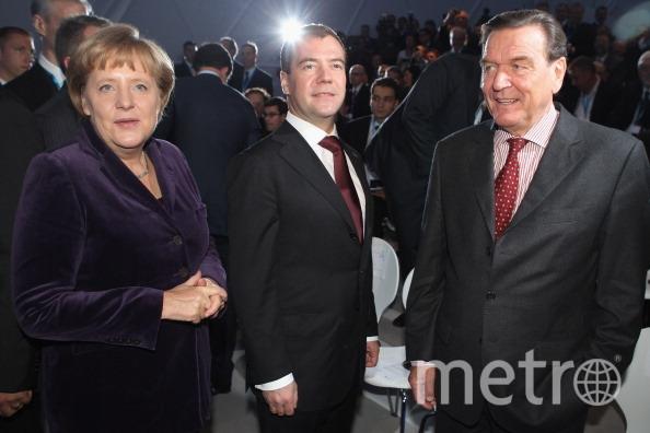 Ангела Меркель, Дмитрий Медведев и Герхард Шрёдер прибыли на церемонию открытия газопровода Nord Stream в немецком Любмине. Фото Getty