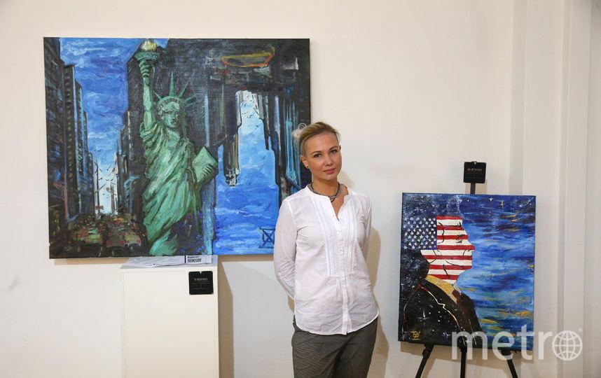 В Американском центре при Посольстве США открылась выставка картин российских художников. Фото Василий Кузьмичёнок