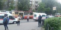 В Петербурге иномарка сбила пешехода, входящего в трамвай