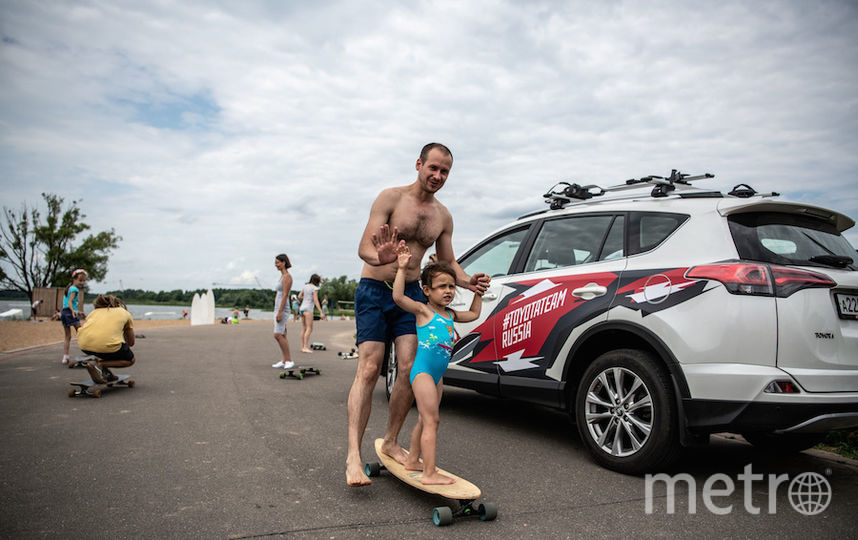 Кроме взрослого и детского виндсёрфинга на Boardriders Fest можно попробовать катание на лонгборде... Фото Кирилл Умрихин