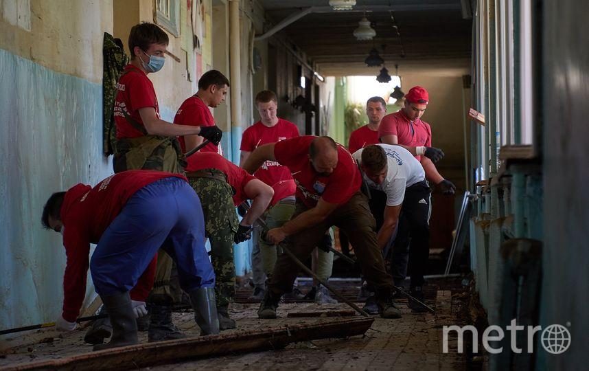 Работа волонтёров в школе номер 20 в Тулуне. Фото Николай Буданов