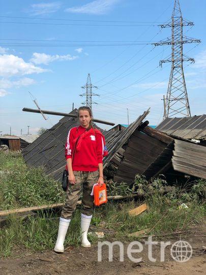 «Когда ты видишь все потери вживую, а не по телевизору, помогать хочется ещё больше».  Алёна Водопьянова, 18 лет, волонтёр из Смоленска. Фото Николай Буданов