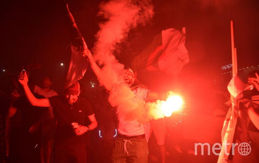 Фанаты сборной Алжира во Франции бурно празднуют победу футбольной сборной на Кубке Африки. Фото AFP