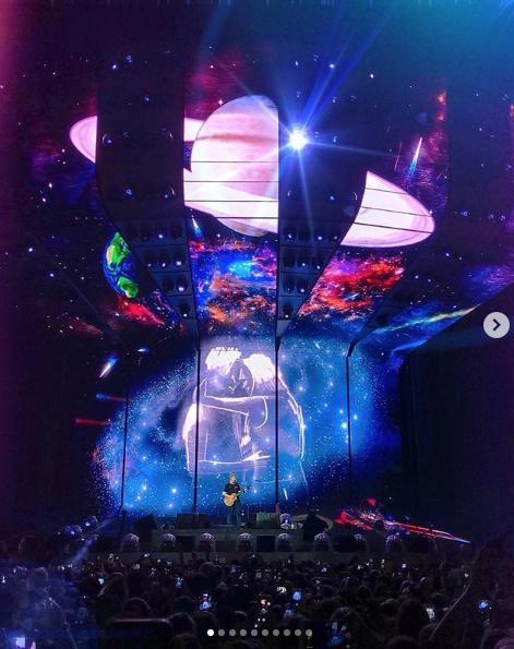 Эд Ширан поёт в Москве. Фото скриншот https://www.instagram.com/p/B0IsoyOC_kB/