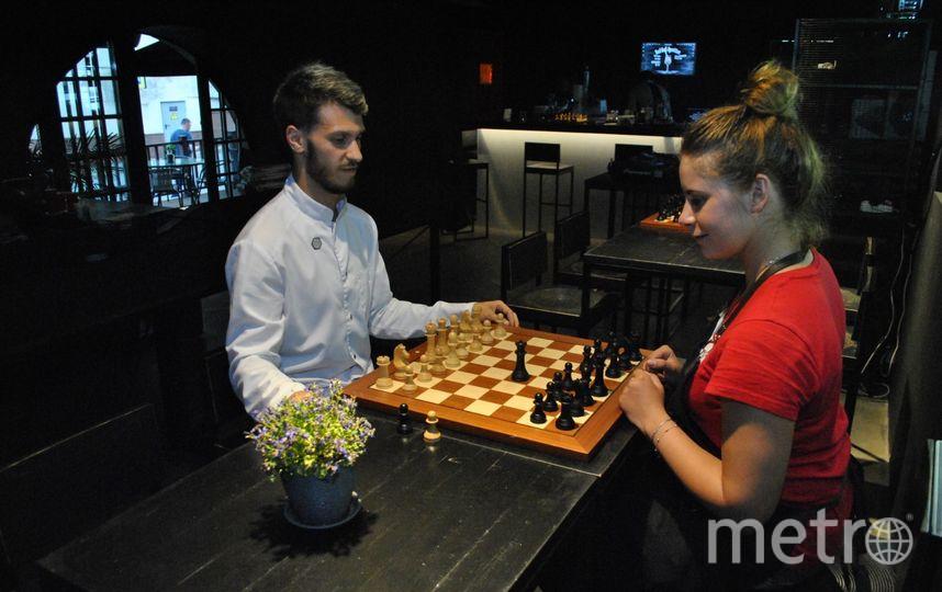 К перспективному знакомству с шахматистом нужно готовиться заранее. Фото Ольга Кабанова.