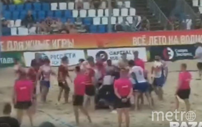 Инцидент попал на видео. Фото Скриншот https://www.youtube.com/watch?v=Ns2uA5QpzZE, Скриншот Youtube