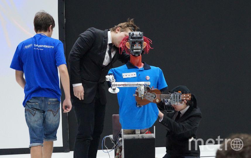 Юные инженеры из Петербурга создали робота-флейтистку Elsa. Фото vk.com/id4660331, vk.com