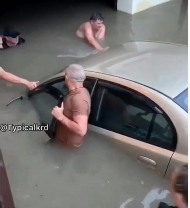В Краснодаре устраняют последствия ливня, который шел 12 часов. Фото скриншот Instagram