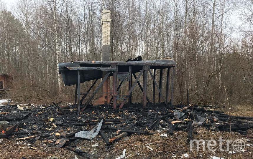 """Девочки сожгли дом в садоводстве по неосторожности. Фото https://vk.com/lenobl.sledcom, """"Metro"""""""