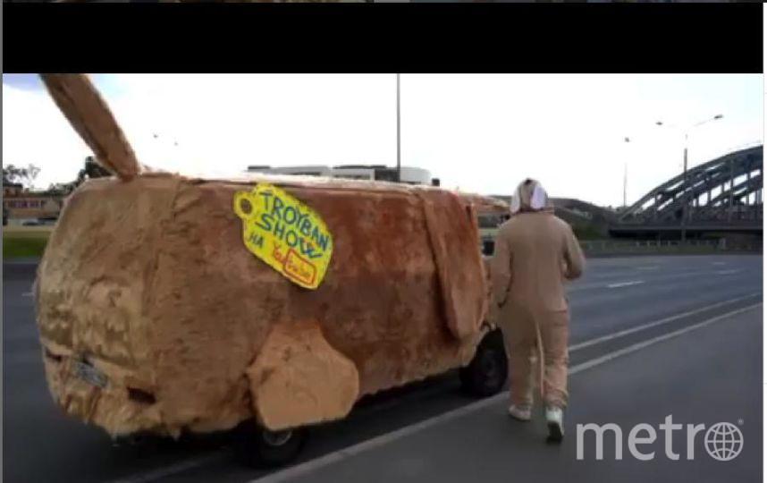 """Собакомобиль - почти полная копия машины из фильма с Джимом Керри """"Тупой и еще тупее"""". Фото """"Metro"""""""