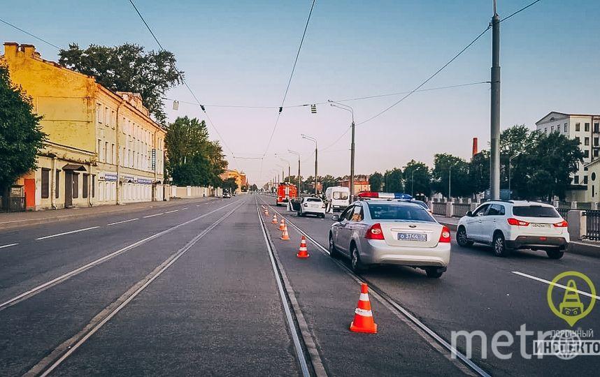 """Фото с места ДТП в Петербурге. Фото https://vk.com/dorinspb, """"Metro"""""""