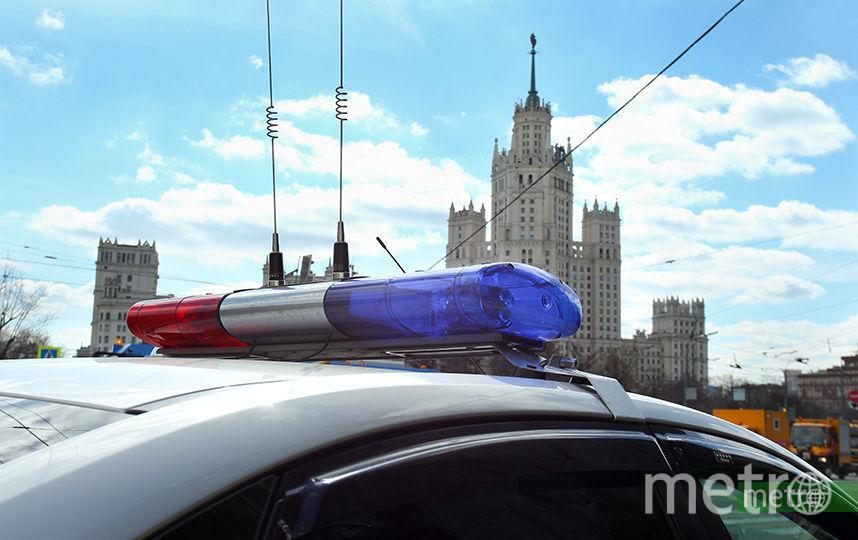 Полицейские остановили машину на улице Профсоюзная. Фото Василий Кузьмичёнок