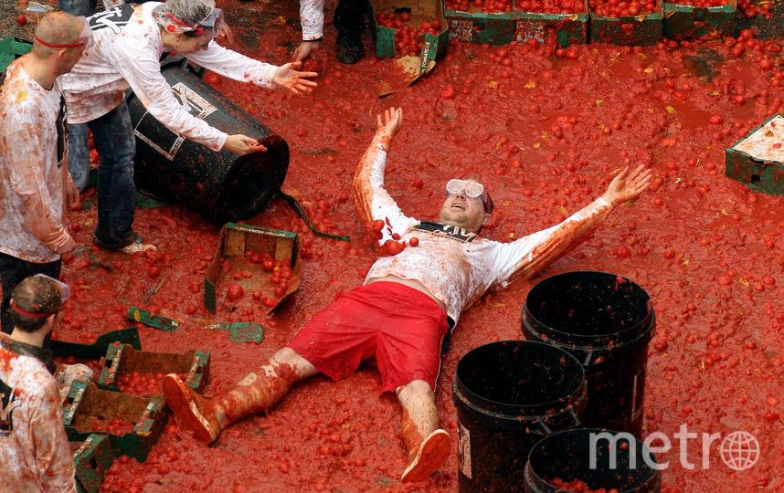 Так томатина проходит в Испании: никакой соревновательной части – «подбей противника» – здесь нет. То же самое ждёт петербуржцев. Фото Getty