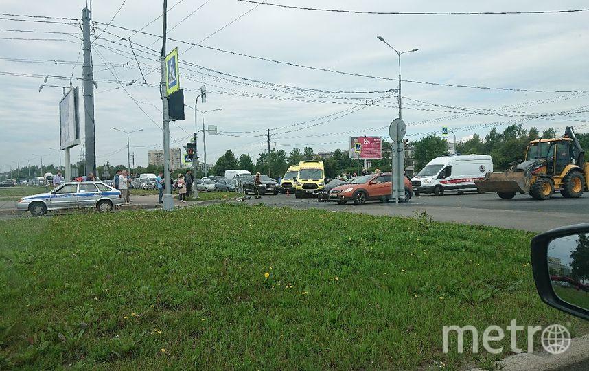 "Фото с места аварии на Светлановском. Фото https://vk.com/spb_today, ""Metro"""