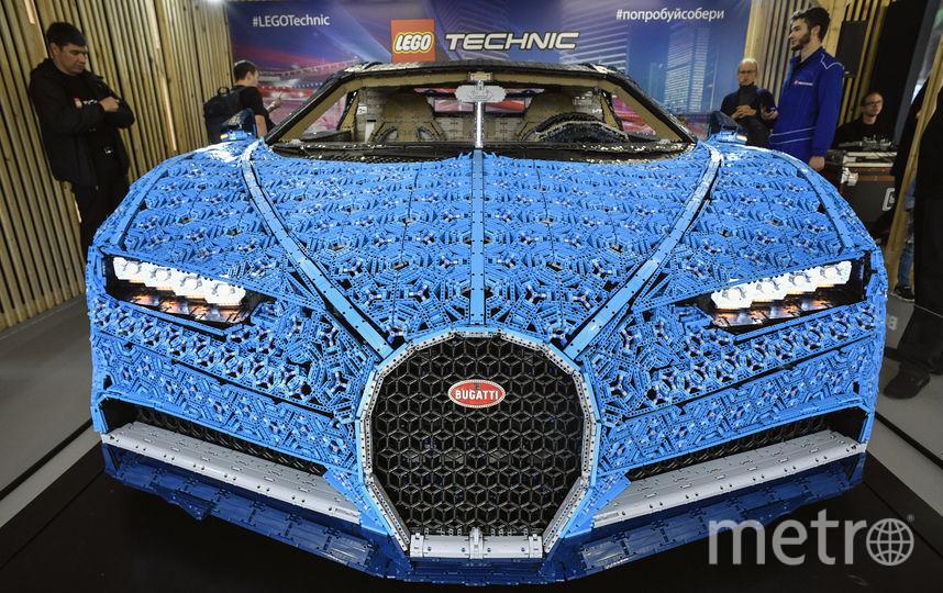 Авто, собранное из деталей конструктора. Фото AFP