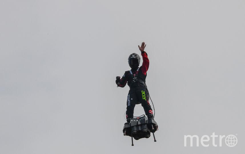 Фрэнки Запата тренируется над французскими полями перед перелётом через Ла-Манш. Фото AFP