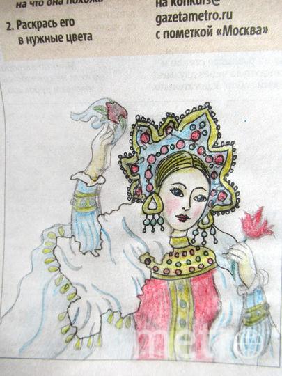 Русская красавица приветственно машет платком. Фото Ольга
