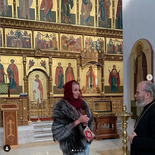 """Еще несколько дней назад Волочкова ходила в Москве в шубе. Фото https://www.instagram.com/volochkova_art/, """"Metro"""""""