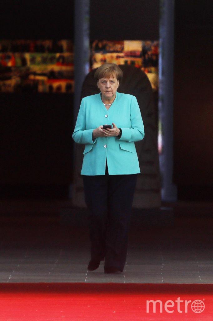 Ангела Меркель предпочитает носить черные брюки с однотонными жакетами.. Фото Getty